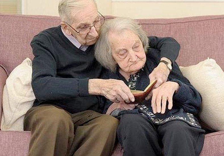 De película: lucha contra la demencia senil de su amada leyendo sus diarios