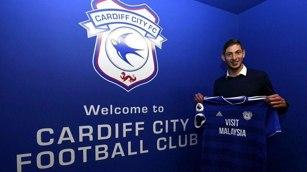 Emiliano Sala murió tras sufrir un accidente aéreo cuando viajaba de Nantes a Cardiff.