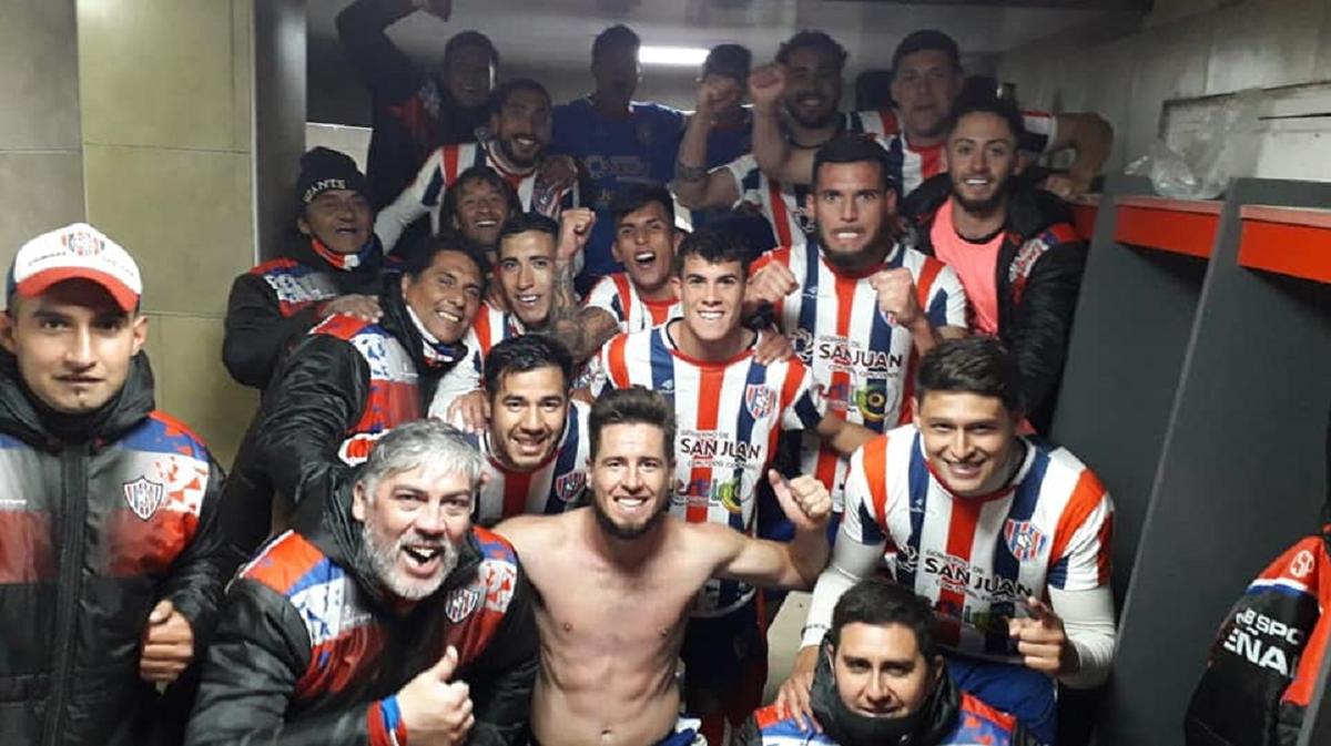 Peñarol y su festejo en pleno vestuario. Foto: Facebook Peñarol