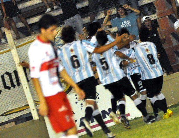 Alianza goleó a Trinidad 3 a 1 y se quedó con el clásico