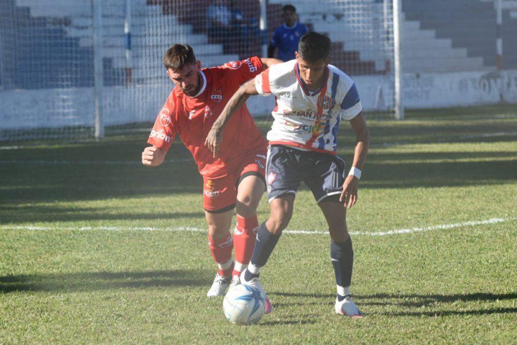 Peñarol enfrenta a Independiente de Chivilcoy desde las 16.30
