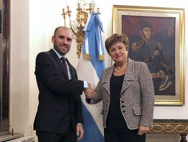 Guzmán: Buscamos no hacer ningún pago de capital al FMI en los próximos tres años
