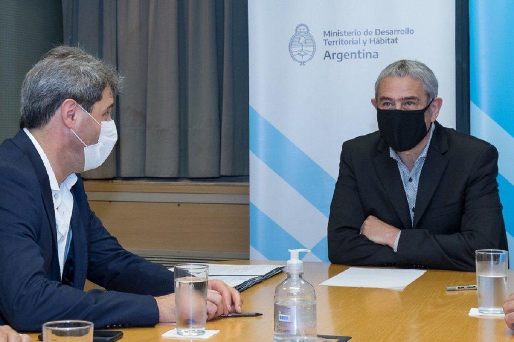 Uñac firmó convenios con Ferraresi de viviendas para afectados por el terremoto
