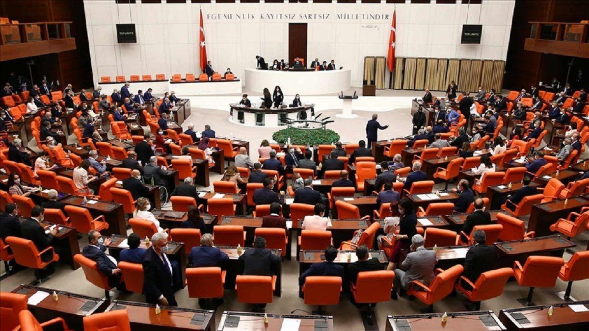 Parlamento turco rechazó el reconocimiento de Biden al genocidio armenio