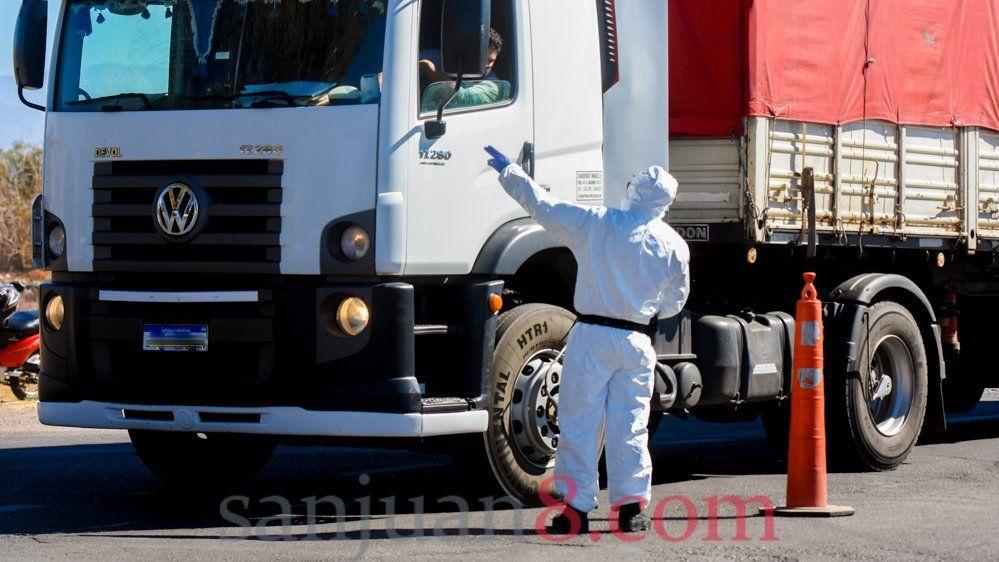 El camionero fallecido en Sarmiento es de Buenos Aires y su muerte es dudosa