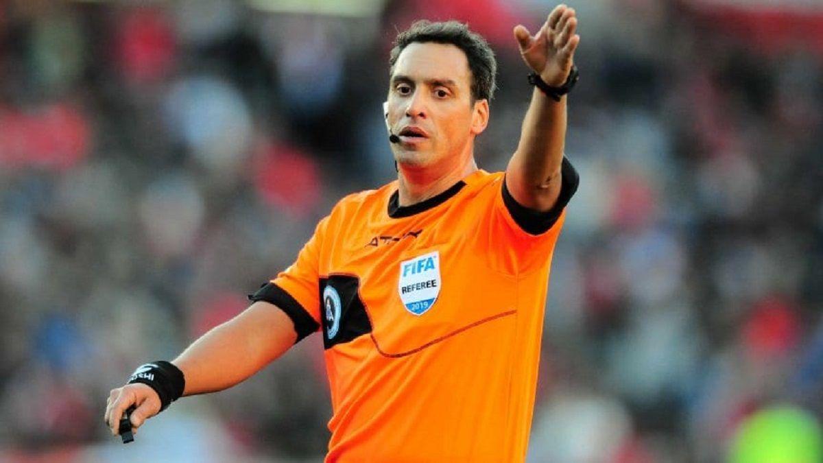 Superclásico: quién es el árbitro Fernando Rapallini