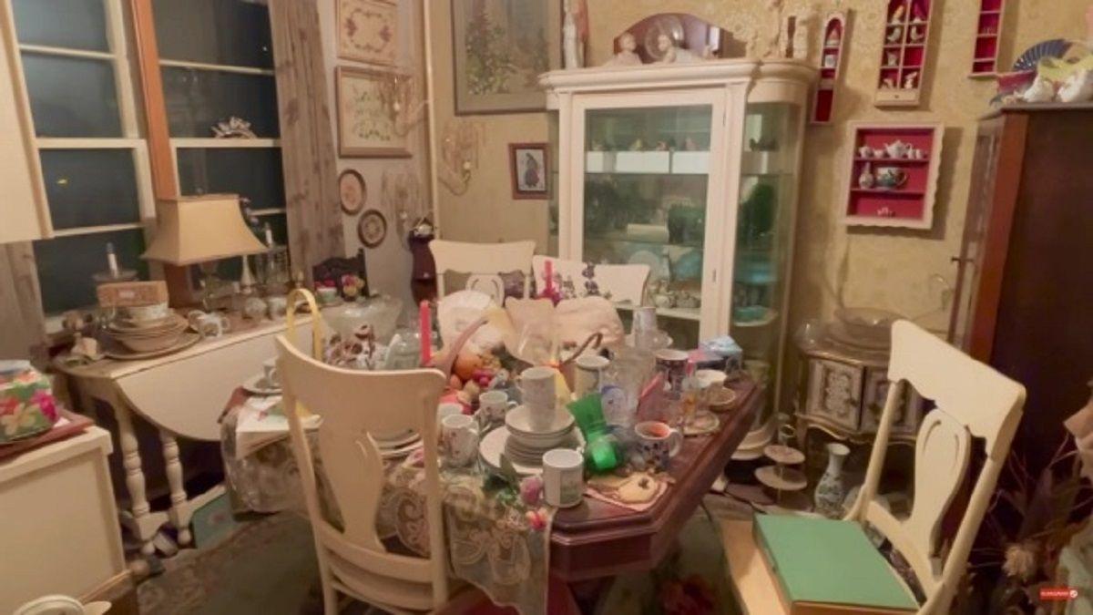 La casa antes era de un acumulador compulsivo.