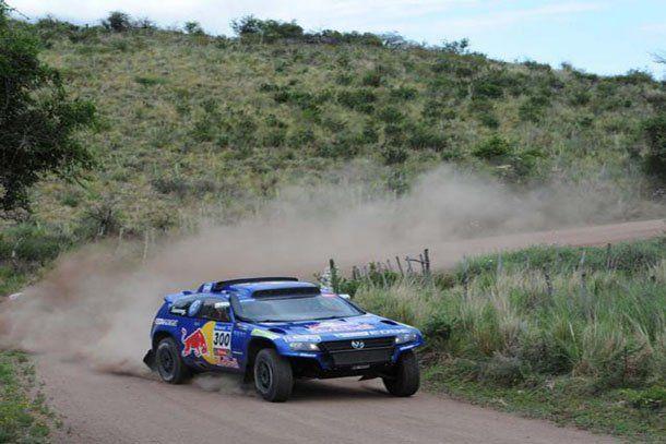 Carlos Sainz mantuvo la ventaja, ganó la etapa y sigue como líder de la general del Dakar 2011