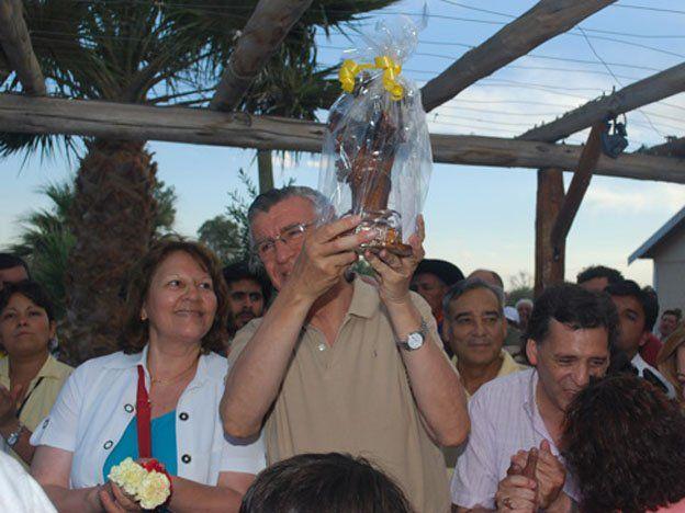 Gioja inauguró la ruta a Mogna y una toma de agua para el pueblo