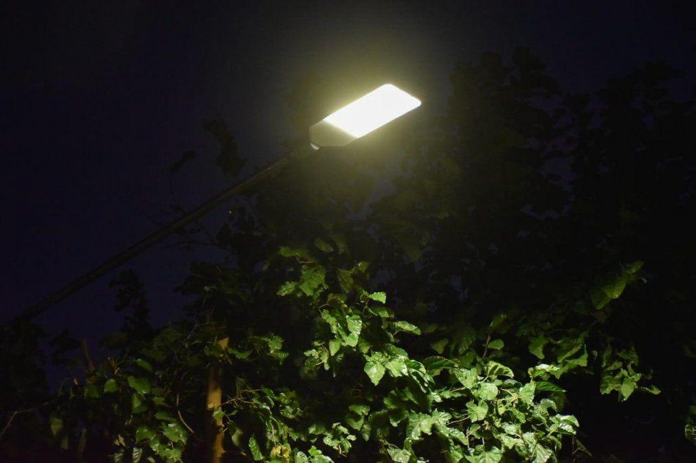 Chimbas dotó de luminaria LED a Villa San Patricio