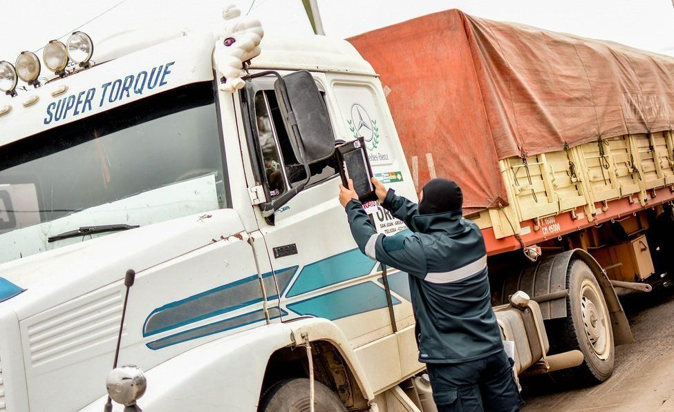 Camioneros pidió un aumento salarial del 52% y vacunación