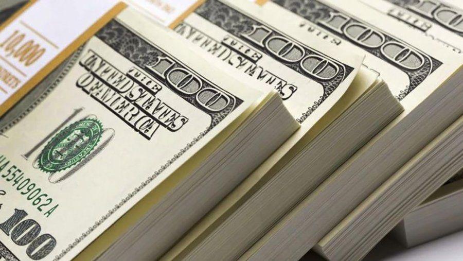 El dólar oficial arrancó con una leve baja con respecto al cierre del jueves