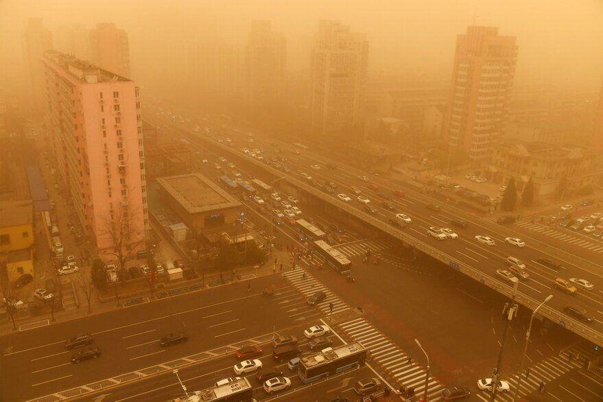 Pekín fue afectado por una tormenta de arena que dejó el aire naranja y tóxico
