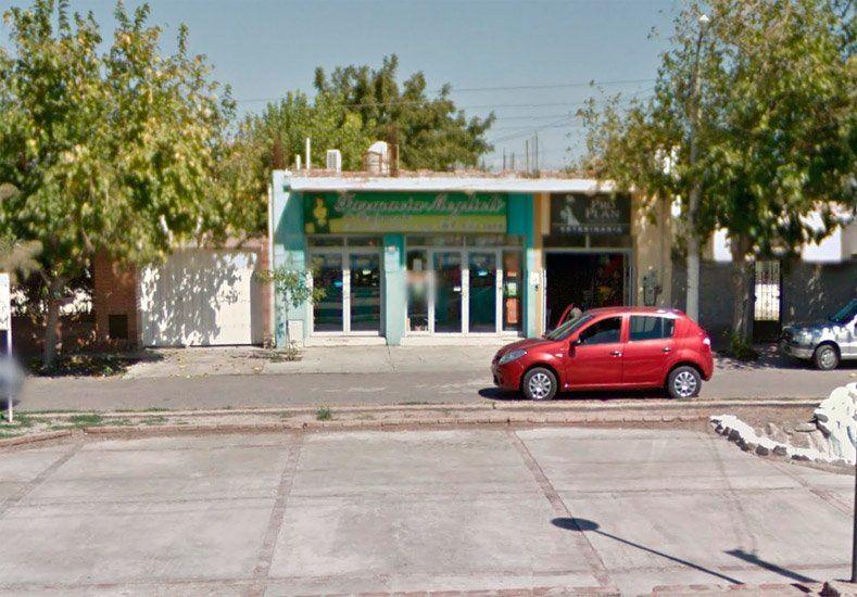 Encapuchados y con armas de fuego asaltaron una farmacia en Rivadavia