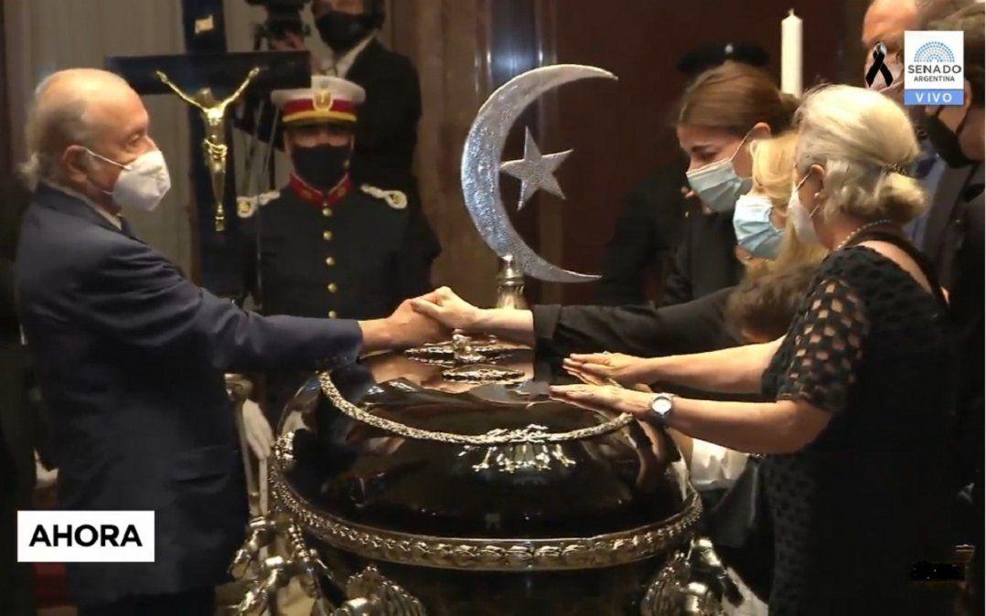 Despiden los restos de Carlos Menem en el Congreso