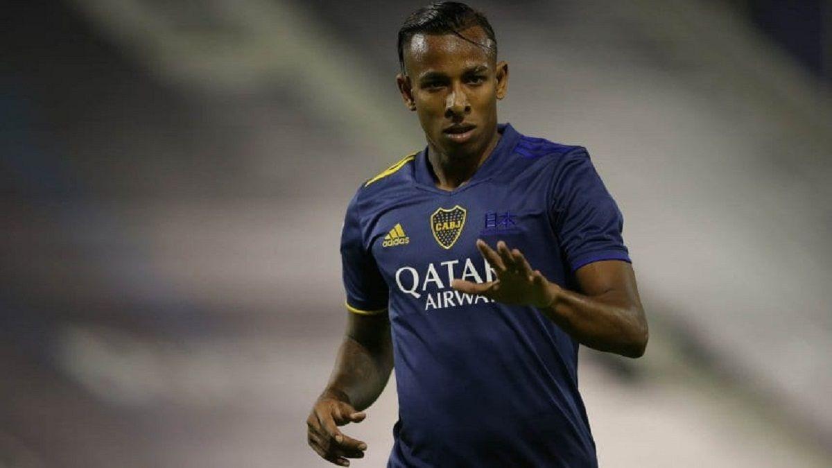Boca evalúa una sanción para Villa por irse a Colombia