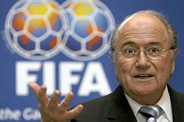 Joseph Blatter admitió que el Mundial Qatar 2022 podría jugarse en enero