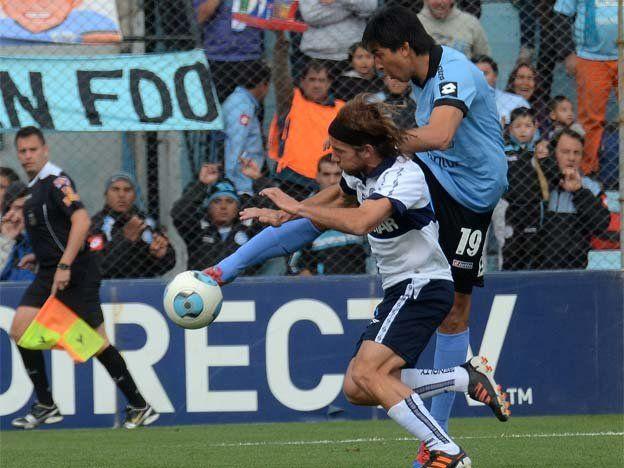 Gimnasia superó a Belgrano en Córdoba y sigue puntero en el Inicial