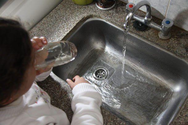 El presidente de OSSE confirmó que se viene un aumento en la tarifa del agua potable