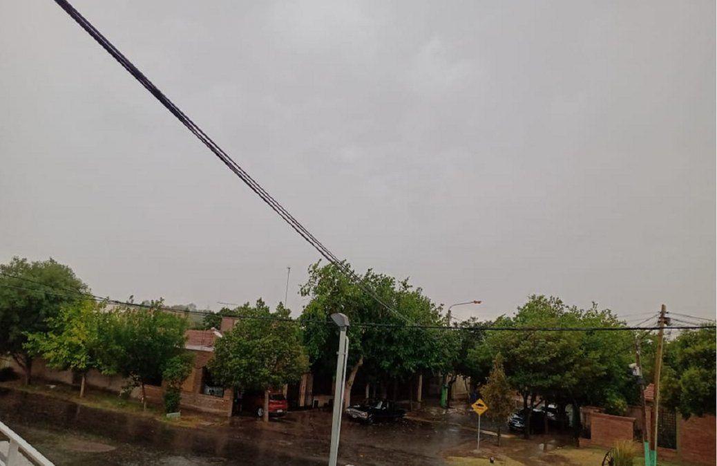 La tormenta llegó a San Juan: el alerta sigue hasta el lunes