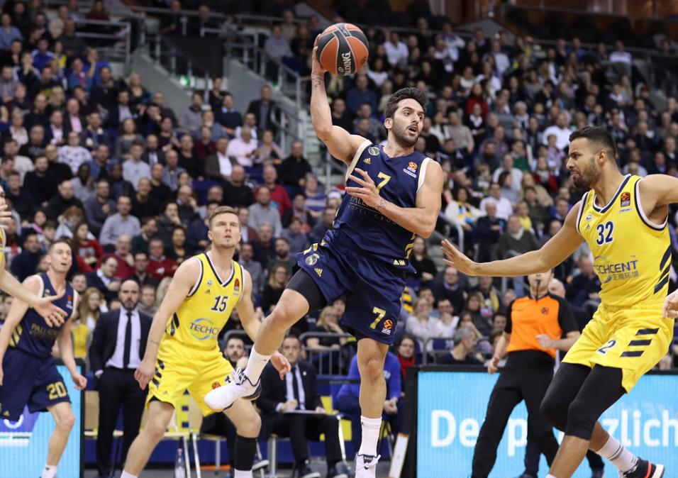 Campazzo la rompió e igualó un récord de asistencias en la Euroliga de básquet