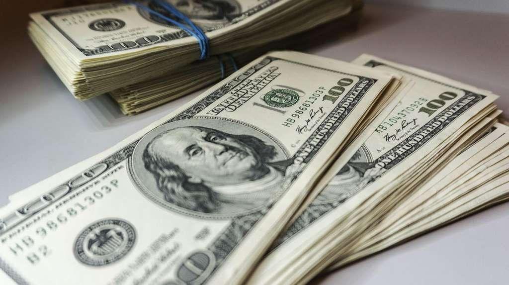El dólar oficial cerró a $ 83,90, mientras que el blue cayó 3 pesos y finalizó a $175