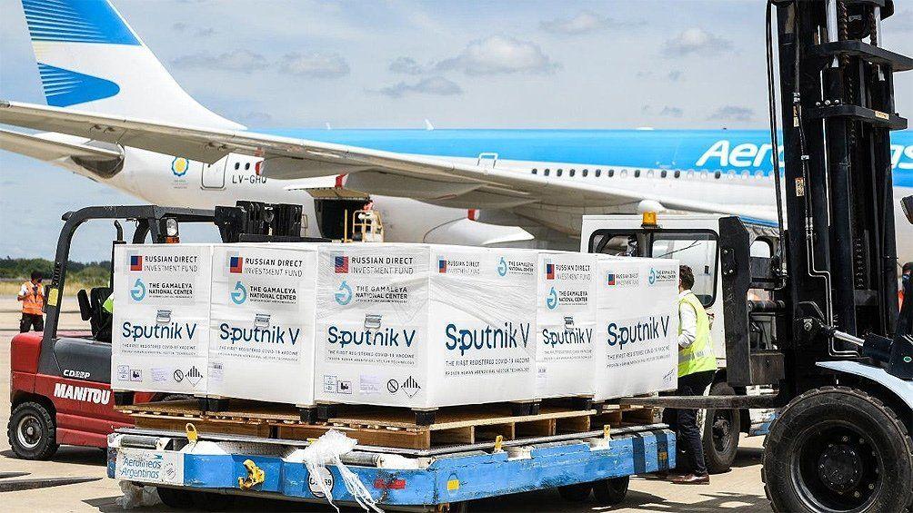 Parte un vuelo de Aerolíneas Argentinas para traer 1 millón de vacunas de China