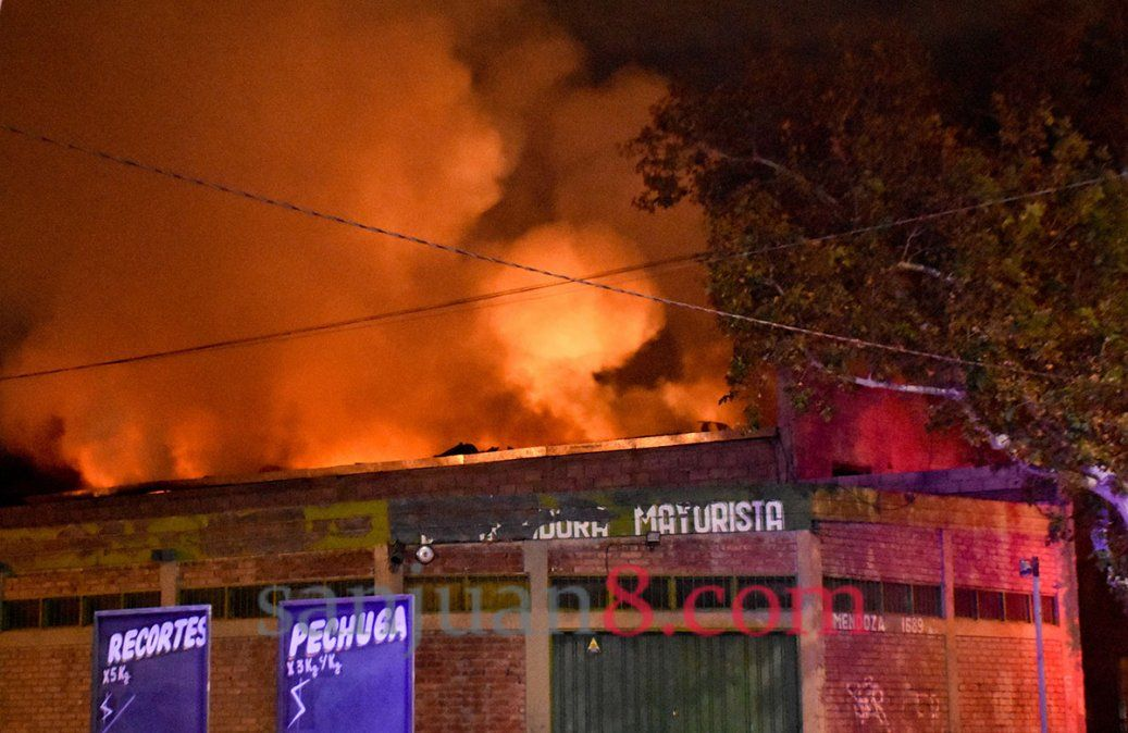 Un incendio en un depósito de agroquímicos causó pánico en Trinidad