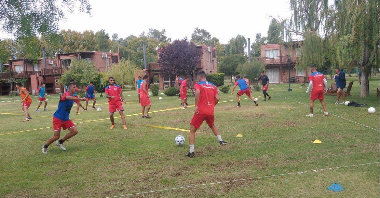 Peñarol trabaja en triple turno en un complejo de Rivadavia. Foto: @OficialCSP_SJ.