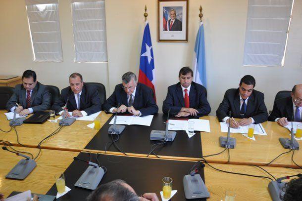 Gioja y el gobierno chileno se comprometieron a apurar los estudios técnicos del túnel de Agua Negra