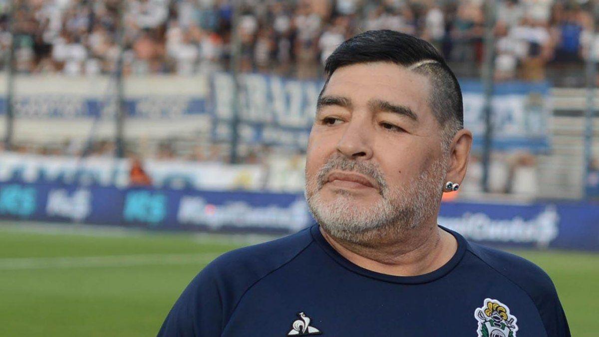Diego Maradona necesitaba varios millones de pesos para sus gastos mensuales.
