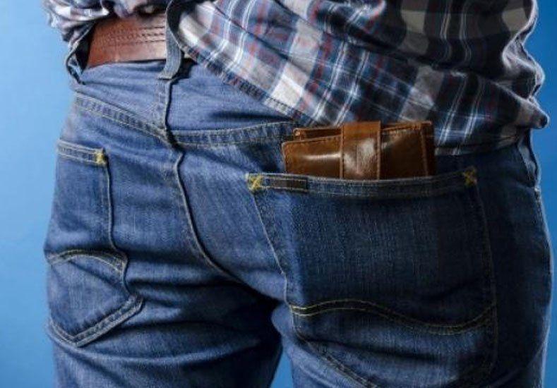 ¿Te duele la espalda?: sacate la billetera del bolsillo de atrás