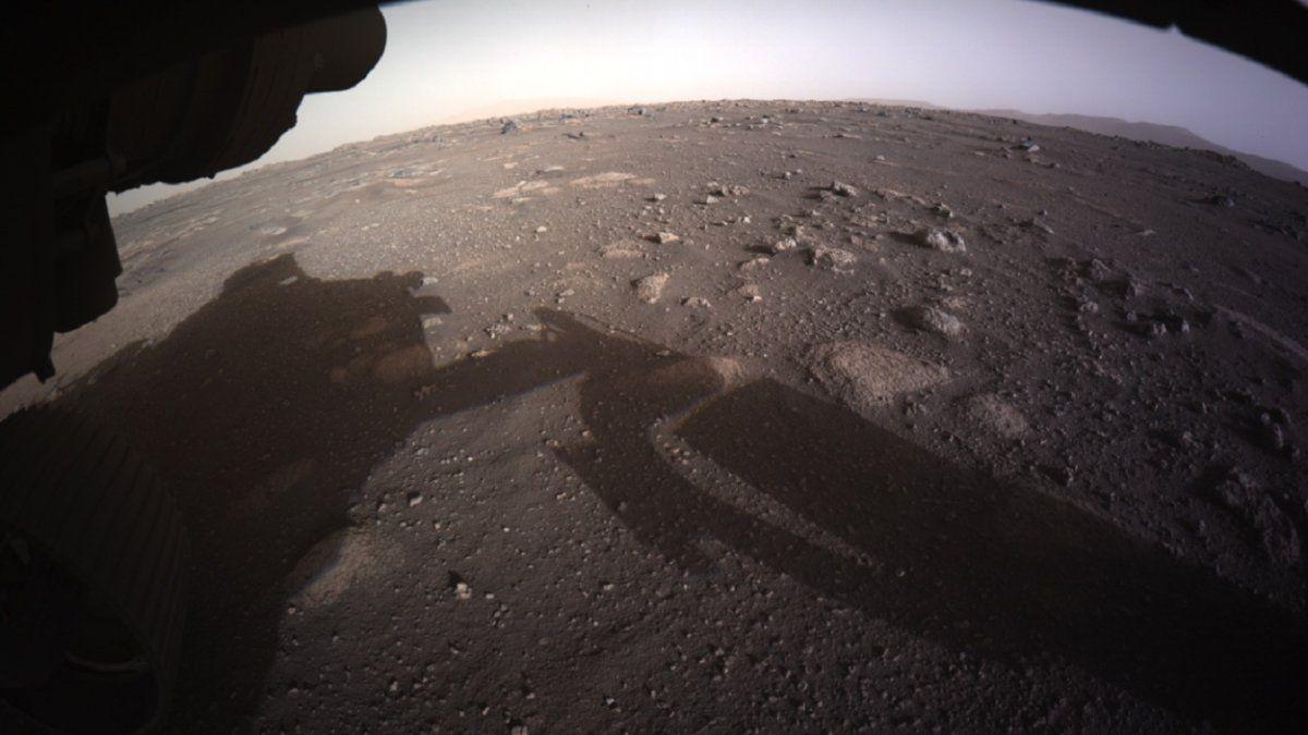 La NASA publica imágenes en color del róver Perseverance en Marte
