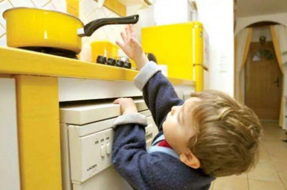 Muerte súbita, ahogamiento e intoxicación con lavandina, las causas de accidentes domésticos más comunes en niños