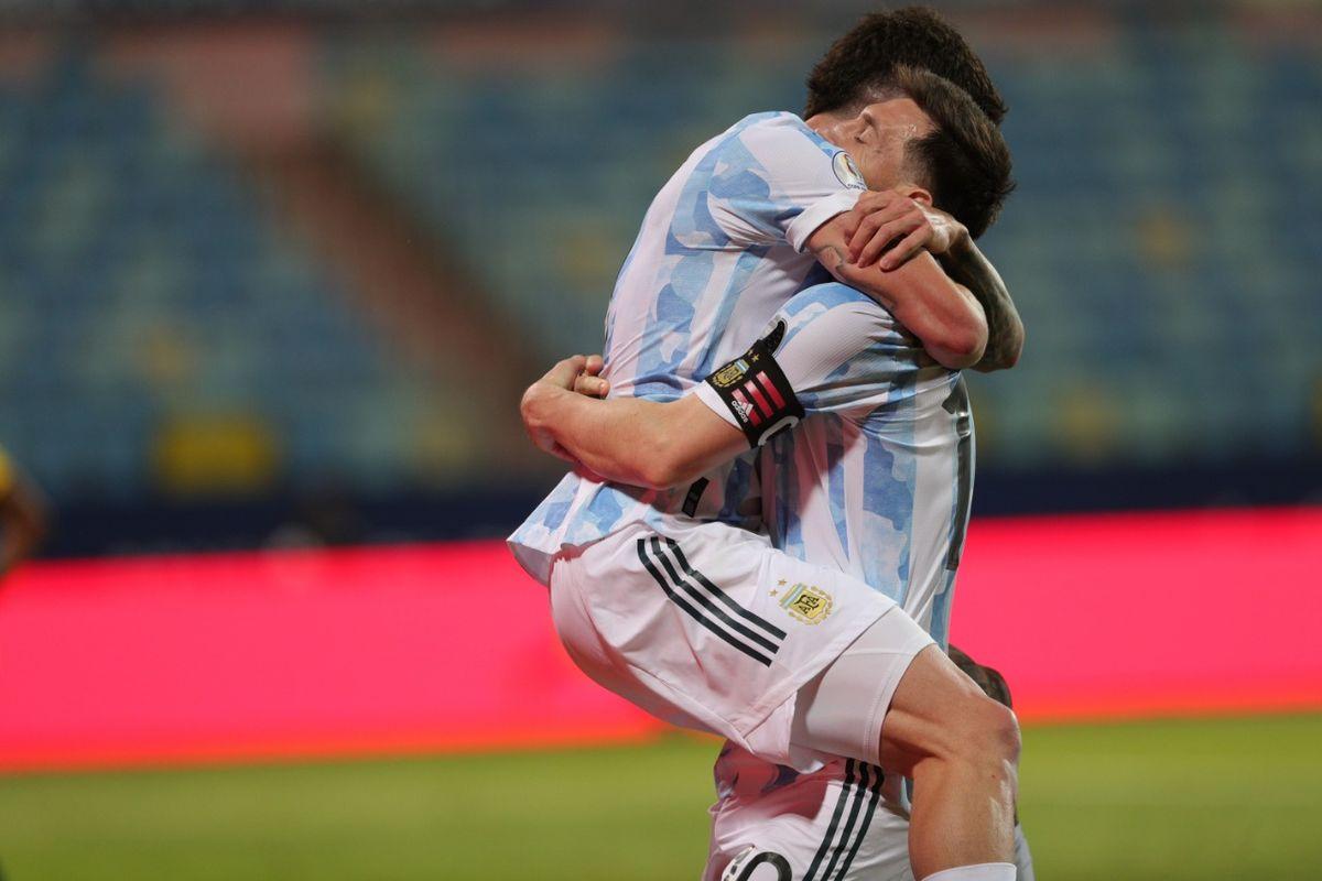 Argentina se lució con tres goles y se aseguró el pase a la semifinal