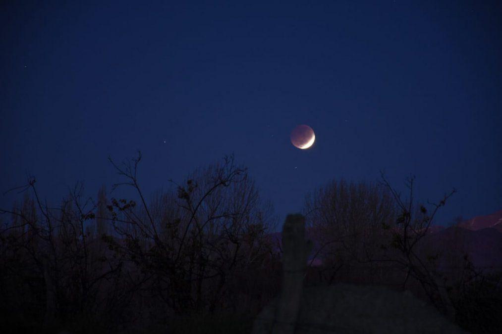 Eclipse lunar en San Juan: foto tomada en Bella Vista