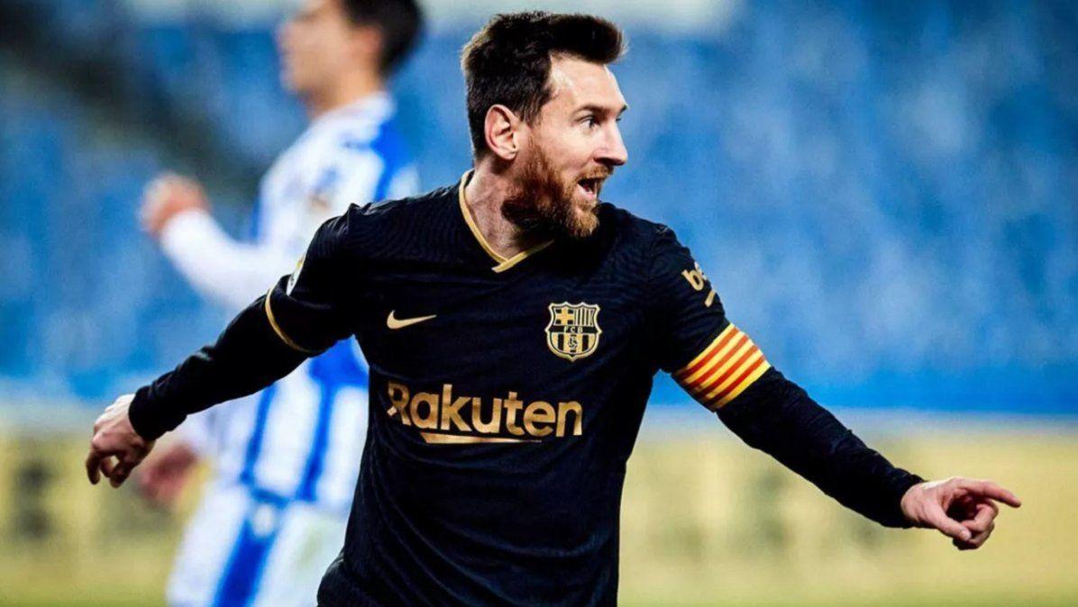 El festejo de Messi tras su gol 700 en el Barcelona.