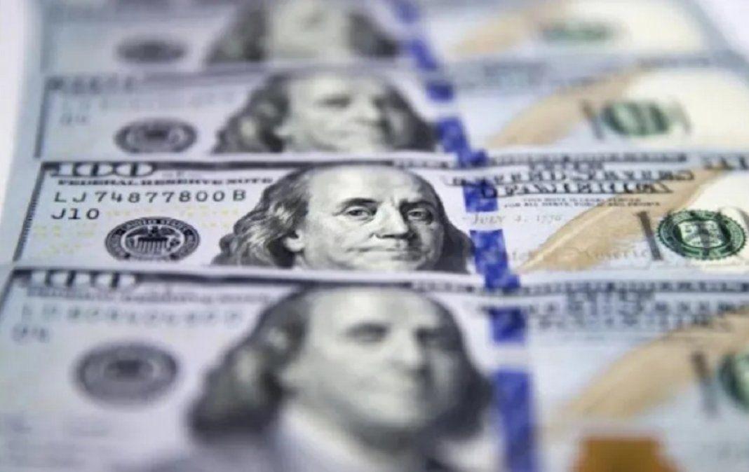 El dólar cerró estable en $ 95,63 con buen volumen de oferta