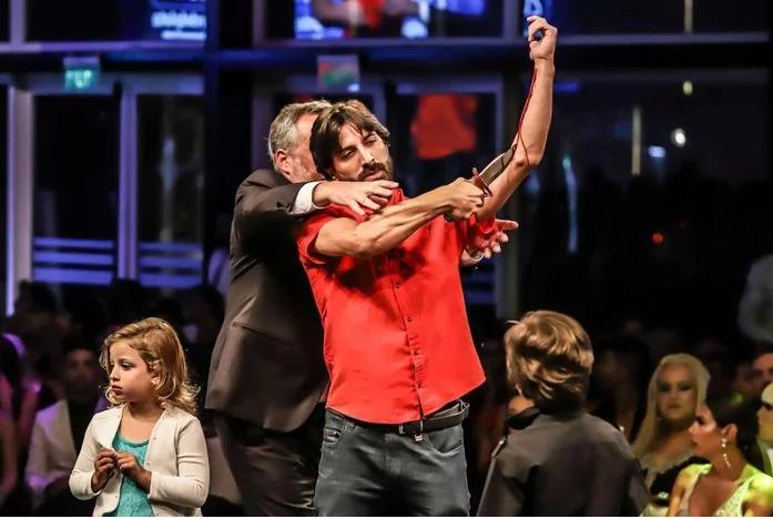 Estrella de Mar 2020: un director teatral subió al escenario y se cortó las venas