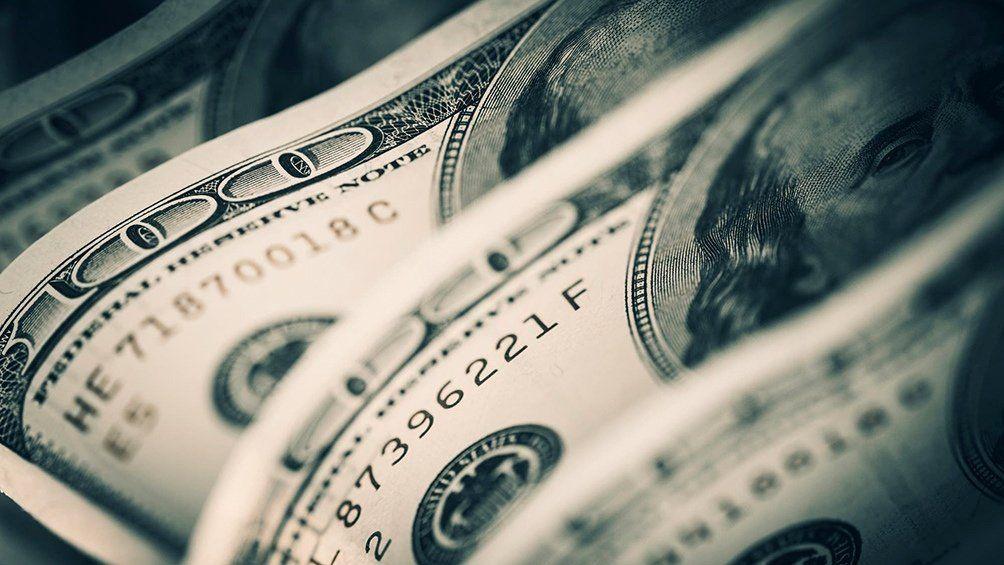 El dólar oficial cerró en alza a $86