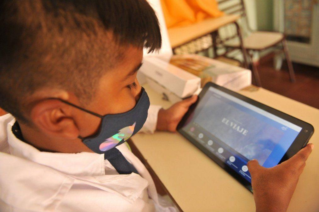Glencore Pachón destinó casi 300 tablets para alumnos en Calingasta