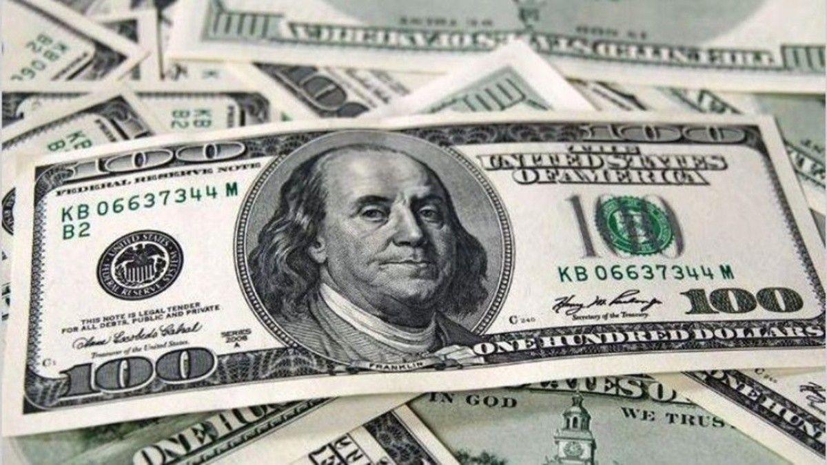 El dólar despide el año en alza