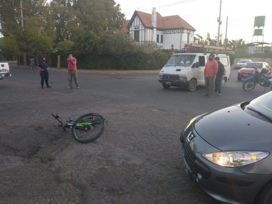 Una joven ciclista terminó internada.