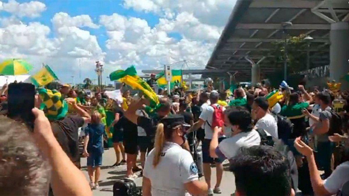 Una multitud recibió a Defensa y Justicia en Ezeiza