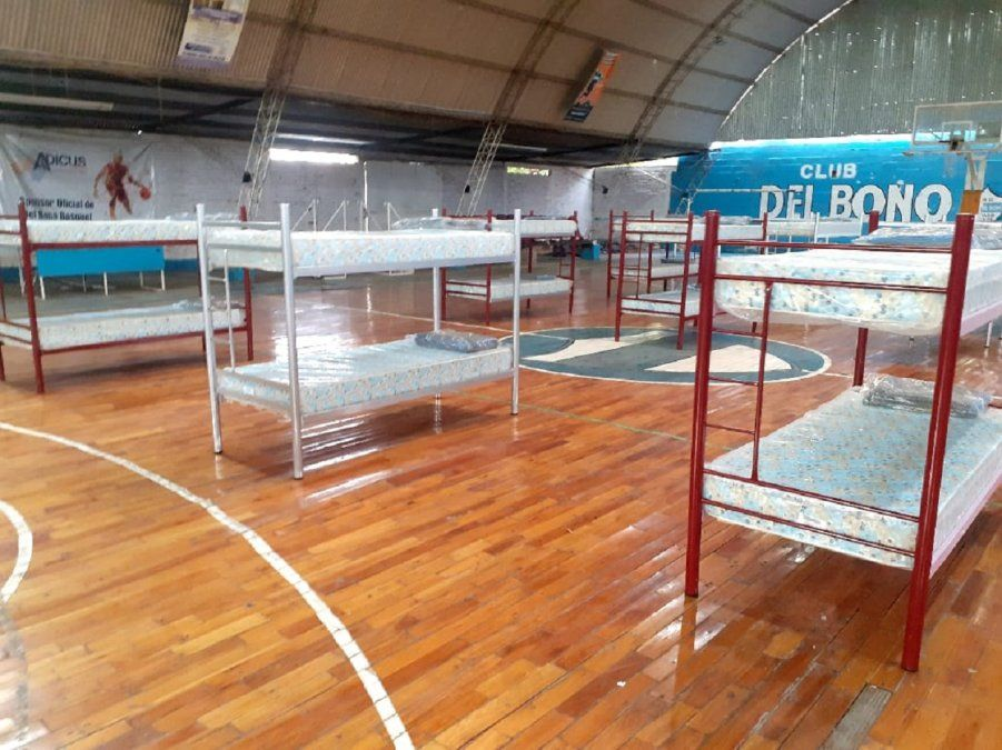 Tres mujeres y cinco niños son los primeros evacuados en Rivadavia