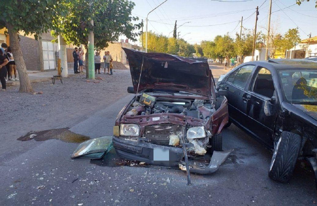 Tremendo choque entre autos terminó con dos heridos