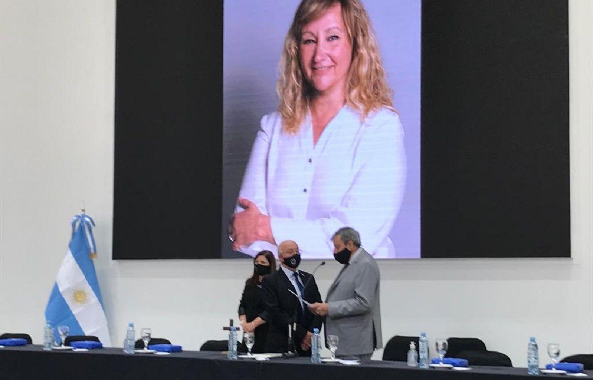 Con el recuerdo de Mónica Coca, asumió el nuevo rector de la UNSJ