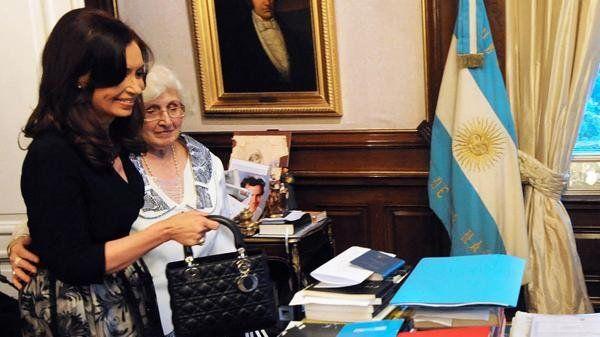 Por irregularidades en una cooperativa imputaron a la madre de Cristina Kirchner