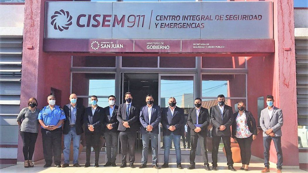 Catamarca mira el modelo del CISEM 911 y autoridades visitaron el edificio