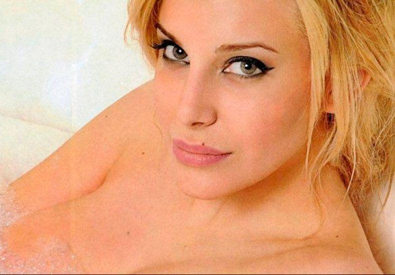 Charlotte Caniggia: semi desnuda y, ¿borracha en un boliche?